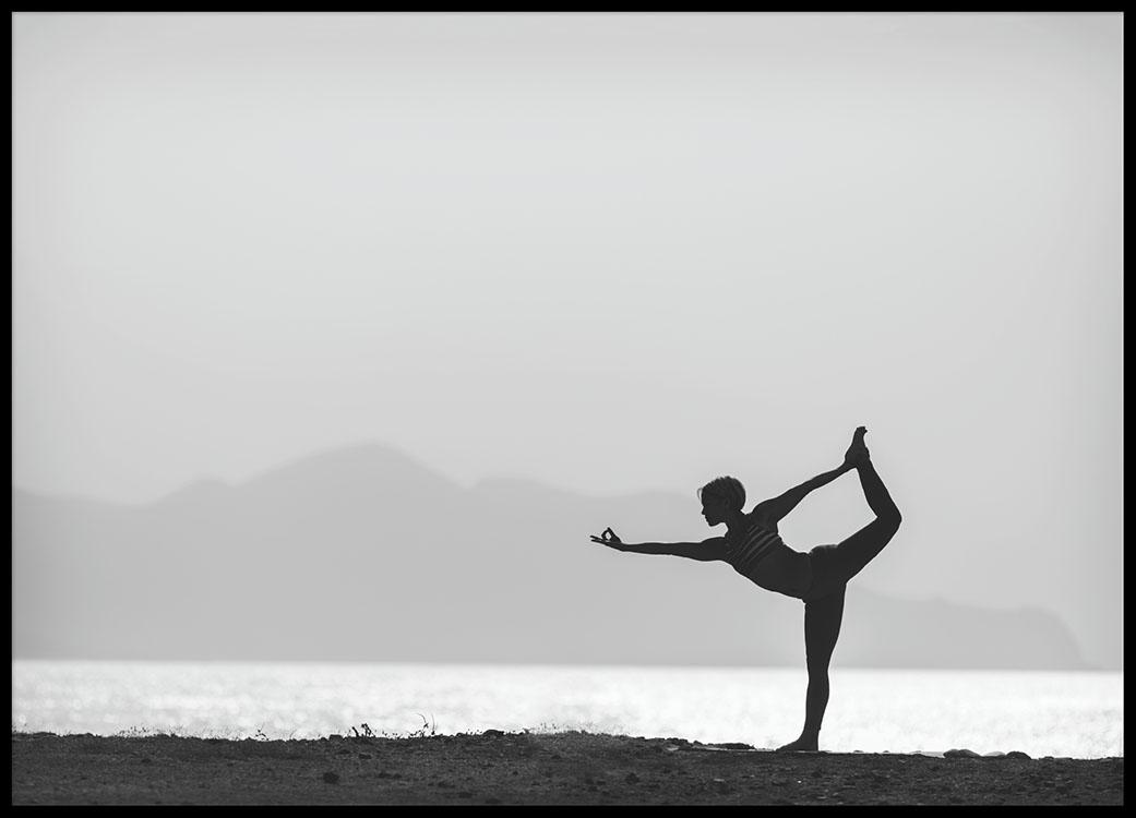 poster affiche yoga photographie noir et blanc desenio. Black Bedroom Furniture Sets. Home Design Ideas